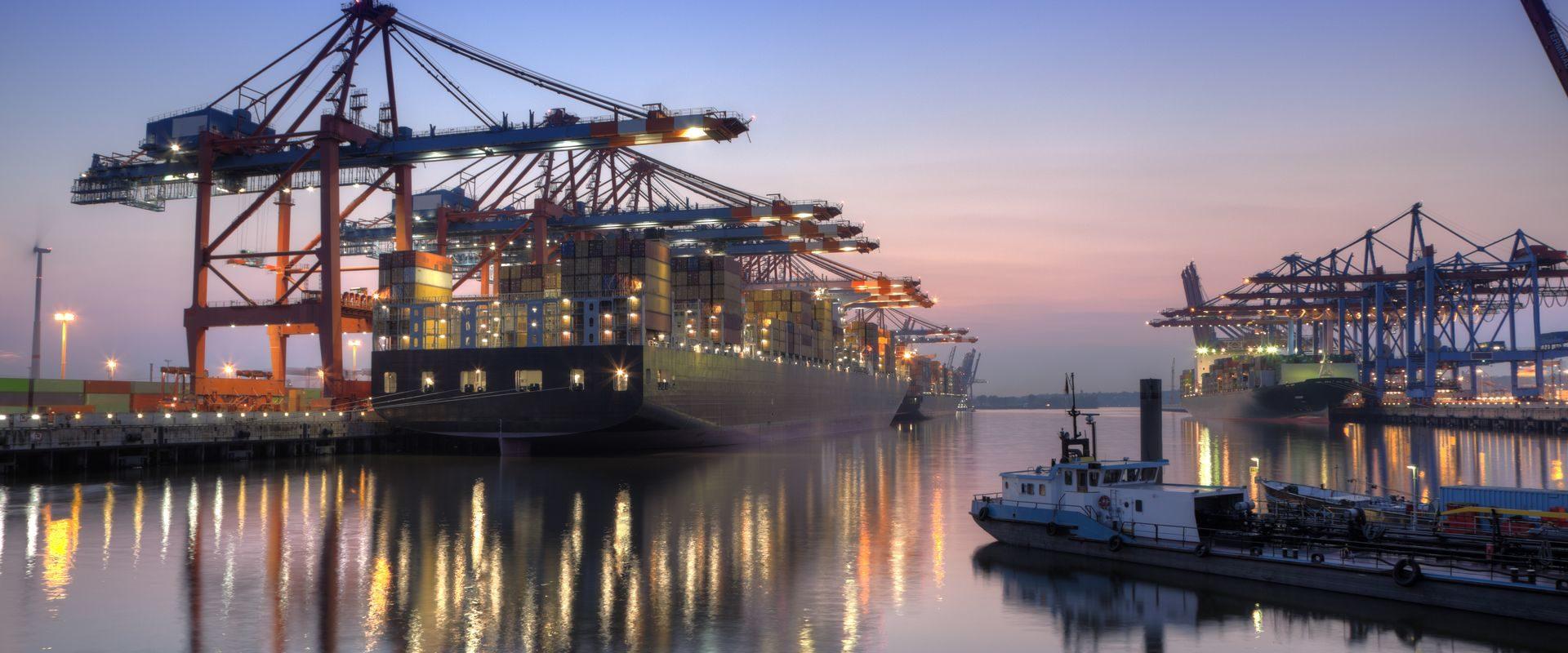 Współpraca z ośrodkami szkoleniowymi, szkołami i akademiami morskimi dla powiązania procesu i zakresu szkolenia z potrzebami współczesnego rynku